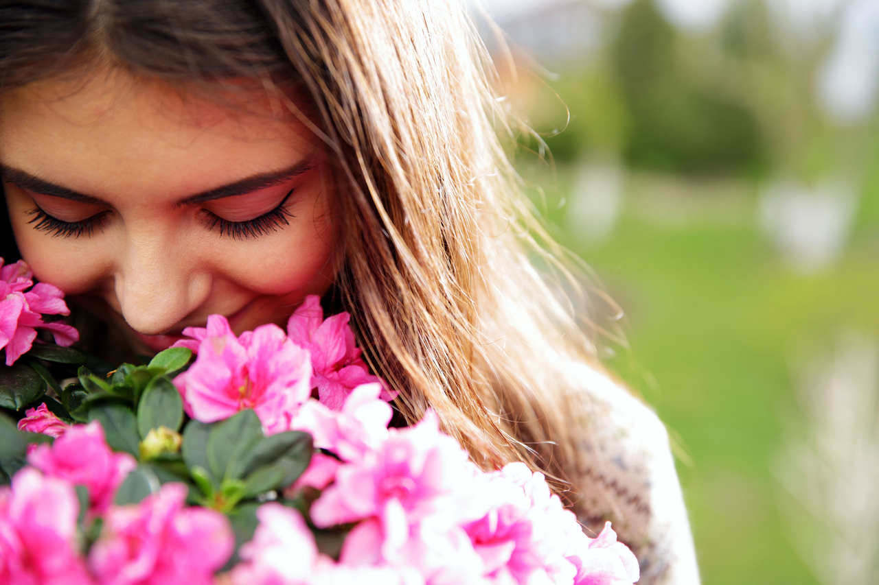 woman-smelling-pink-flowers_rezied